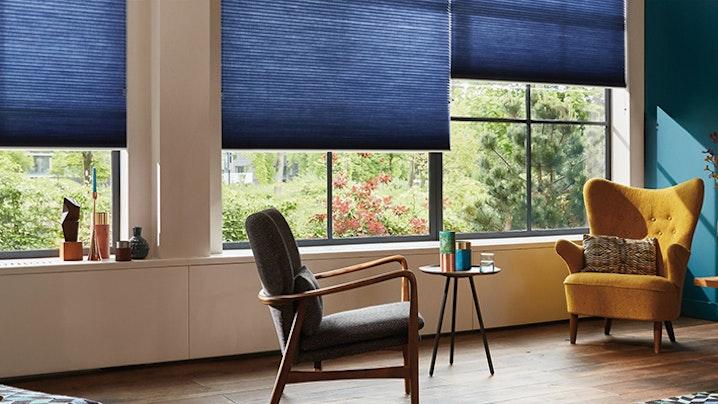 Inhuis plaza is specialist in raamdecoratie en zonwering op maat voor houten jaloezieen op maat - Kies kleur ruimte ...
